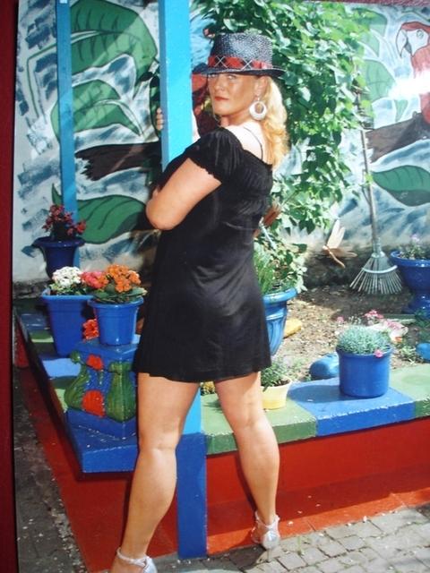 VivianM - Reife Geschäftsfrau, auch reich, sucht jungen Mann!